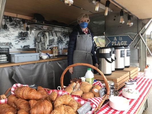 Foodrtruck mit Kaffee und Kuchen