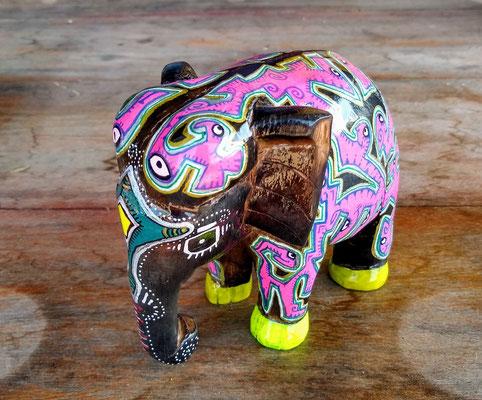 elephant en bois laos 2020