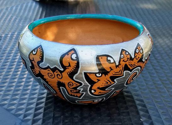 petit pot en terre cuite peint au sri lanka / 2019