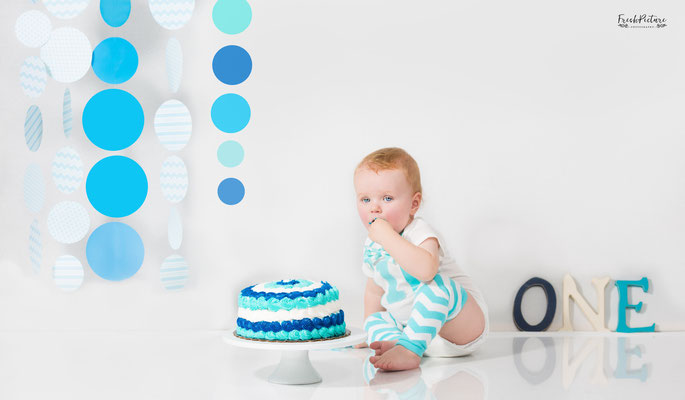 One year old birthday cake photography