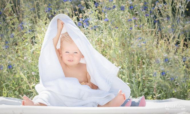 Baden im alten Waschzuber Baby