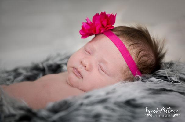 Mädchen 10 Tage alt