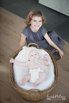 Geschwisterfotos mit zwei Mädchen