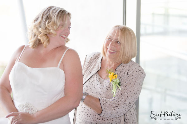 Get Ready Picture Mother of the bride and bride, Braut und Brautmutter