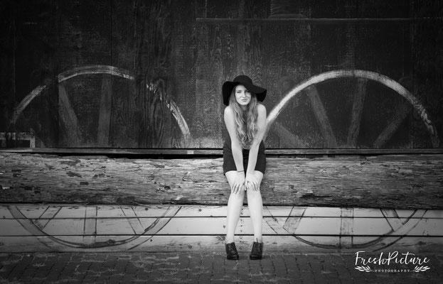 SeniorPhotographerKalamazoo SeniorphotographyKalamazoo SeniorsessionKalamazoo  Freshpicture Photography