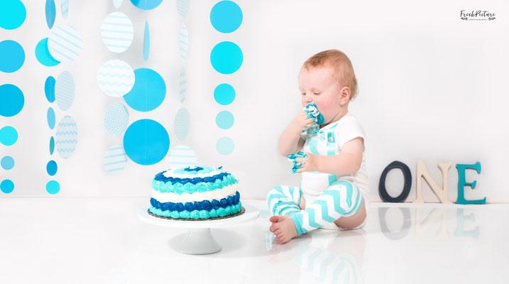 Cake Smash Dekoration in blau und weiss