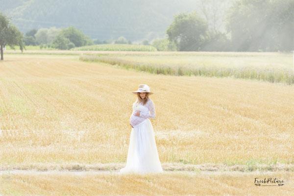 Bodenlanger weisser Tüllrock für das Babybauch Foto Shooting