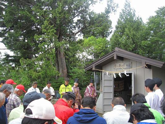 6月の朝日連峰山開き神事の様子