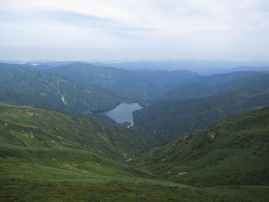以東岳山頂より望む大鳥池