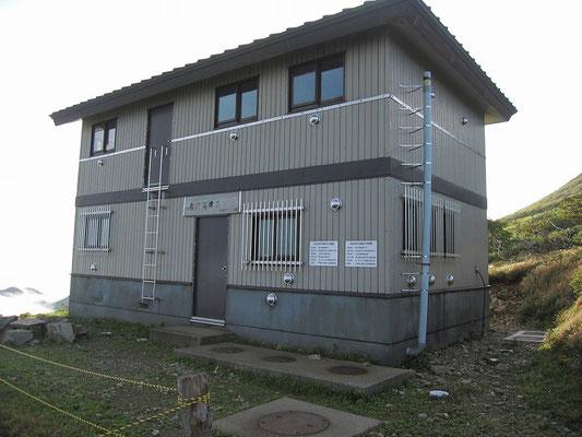 竜門山避難小屋全景