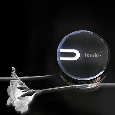 Black Purist der schwarze Kontakt-Linsen-Behaelter. Die Besitzer legen auf eine ästhetische Gestaltung großen Wert. Ein Drogerie-Artikel in gehobenem Design für Linsen-und-Brillenträger