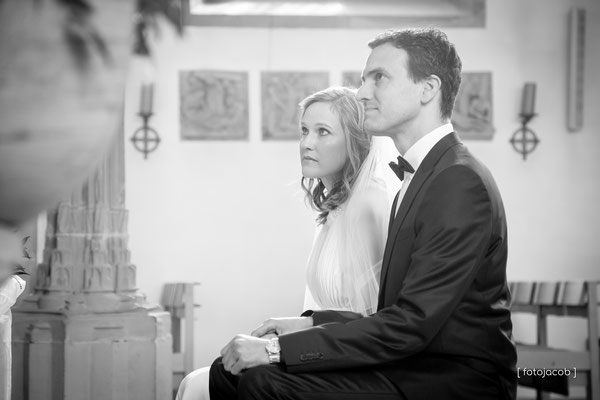 brautpaar in der st martin kirche in ruppertsberg