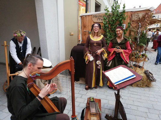 ... musikalische Einstimmung im Lager vom Heimatverein Mündling ...