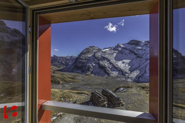 Lämmerenhütte SAC © Detlef Kohl — Blick über Lämmerenboden zum Schwarzhorn 3105 Meter über Meer