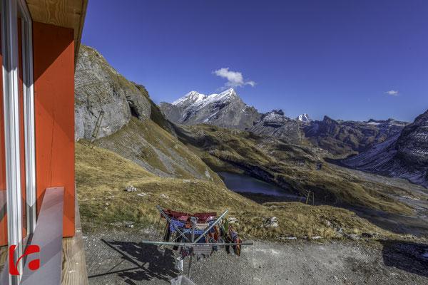 Lämmerenhütte SAC © Detlef Kohl — Blick Richtung Gemmipass und Balmhorn 3698 und Rinderhorn 3448 Meter über Meer