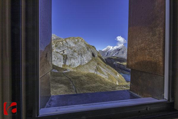 Lämmerenhütte SAC © Detlef Kohl — Dachgeschoss, Blick zum Balmhorn 3698 Meter über Meer