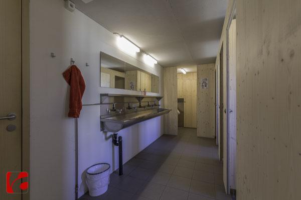 Lämmerenhütte SAC © Detlef Kohl — Waschraum und WC