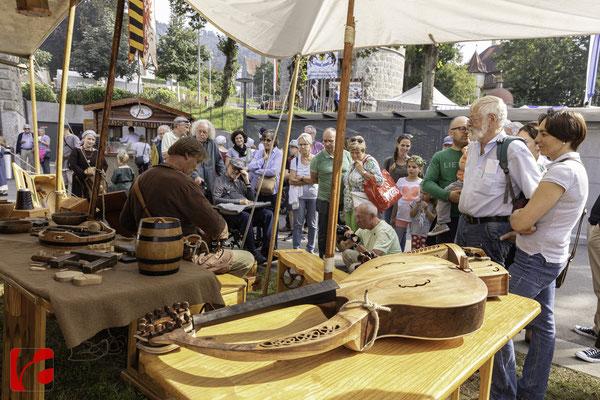 Mittelalterfest Zug 2019, Chwrith im Rohbau, Godefroy Brabant — Musikinstrumentenbauer