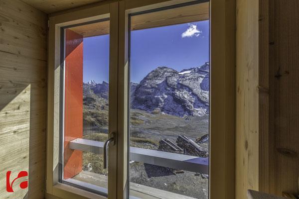 Lämmerenhütte SAC © Detlef Kohl — Blick zum Schwarzhorn 3105 Meter über Meer