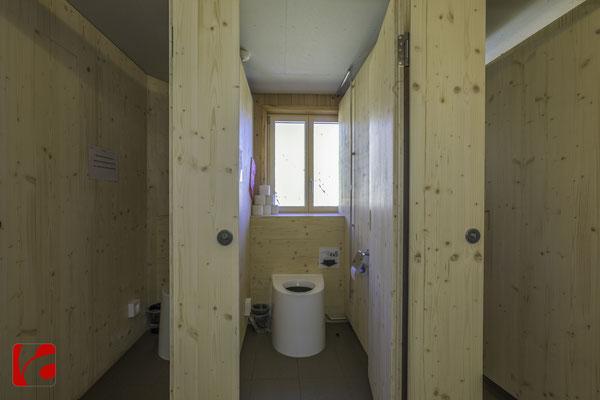 Lämmerenhütte SAC © Detlef Kohl — WC Kabine