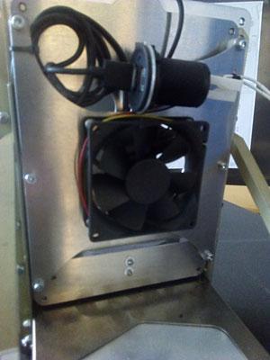 Ansicht Rückseite mit Lüfter und USB-Dose