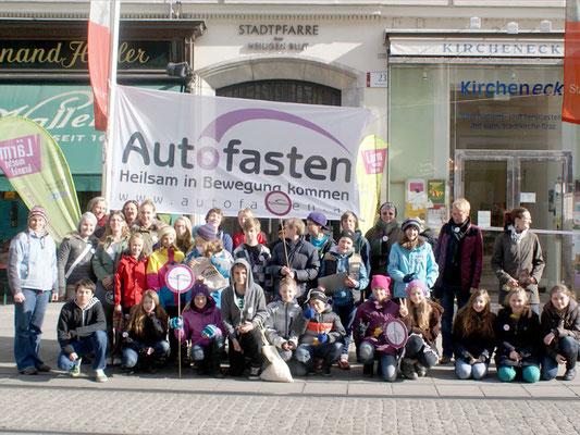 Gruppenfoto SchülerInnen Knallerbse und NMS Schulschwestern, Foto: H. Opis-Pieber