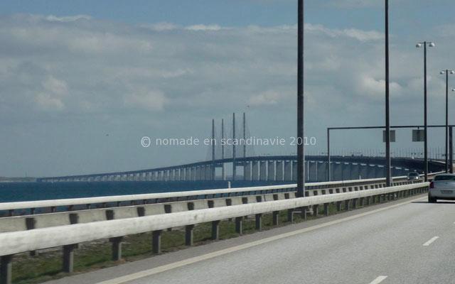 qui se prolonge par un pont de 8 km.