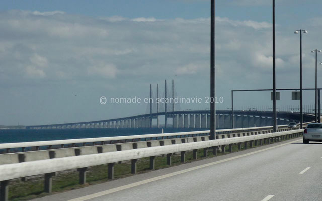 qui se prolonge par un pont de 8 km pour nous mener en Suède.