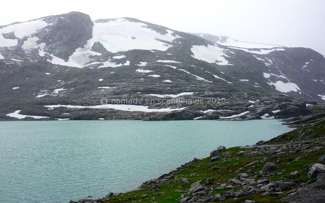 Les lacs ont une couleur émeraude