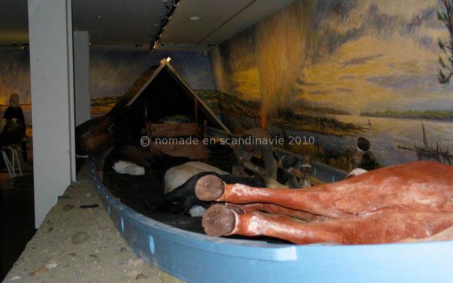 Ladby, musée: le drakkar-sépulture, reconstitution