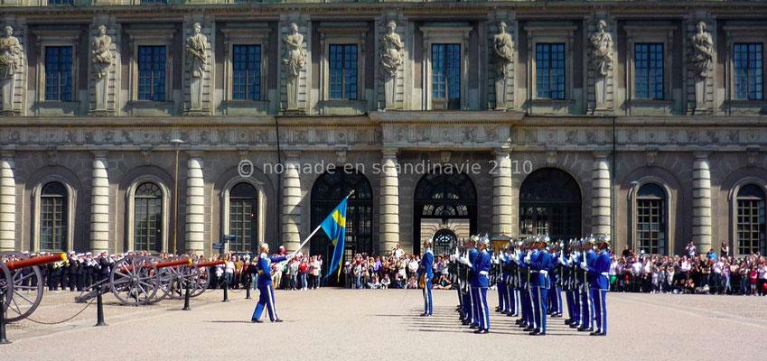 Relève de la garde au Palais royal