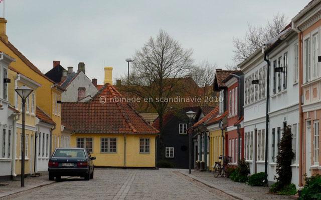 Odense, maison d'Andersen (la jaune au milieu de la photo)