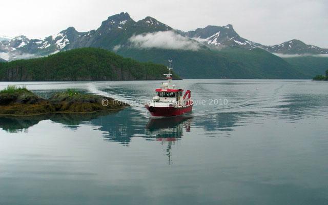 Le petit bateau qui nous emmène au glacier de Svartisen