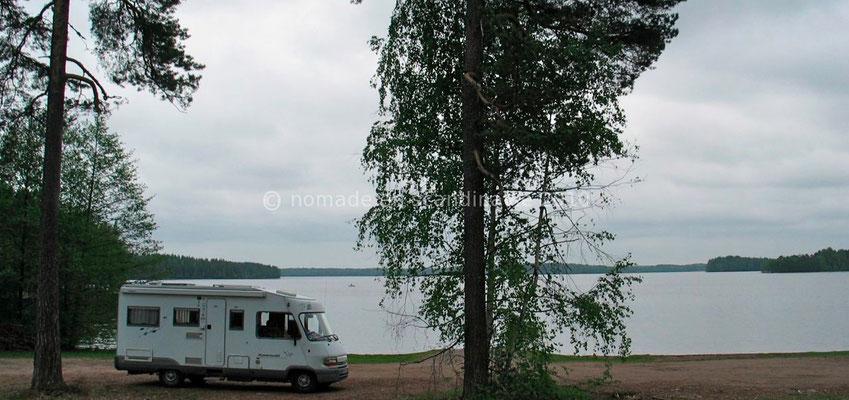 A Jurvala, au bord d'un lac.