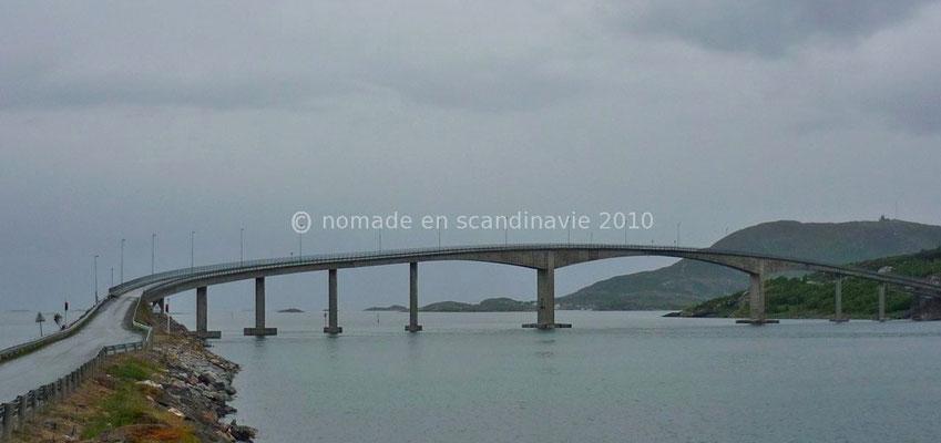 le pont à voie unique pour accéder à Sommaroy