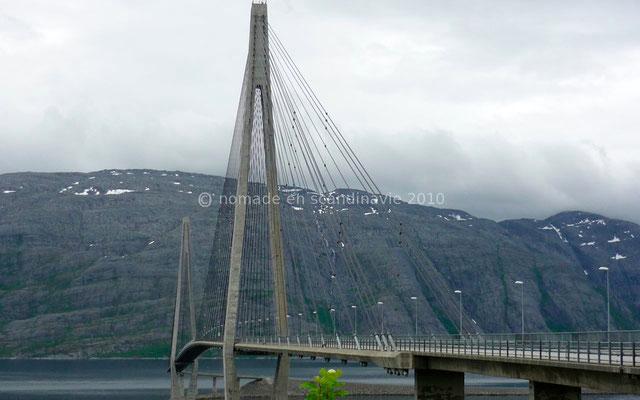 Le pont sur le Leirfjord