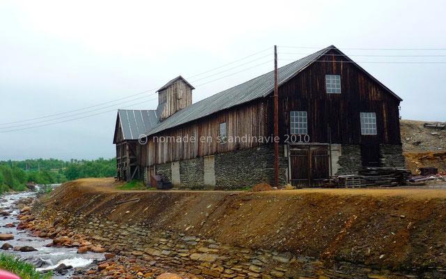 Le bâtiment de transformation du minerai