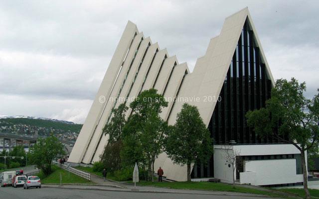 La cathédrale moderne de Tromsø