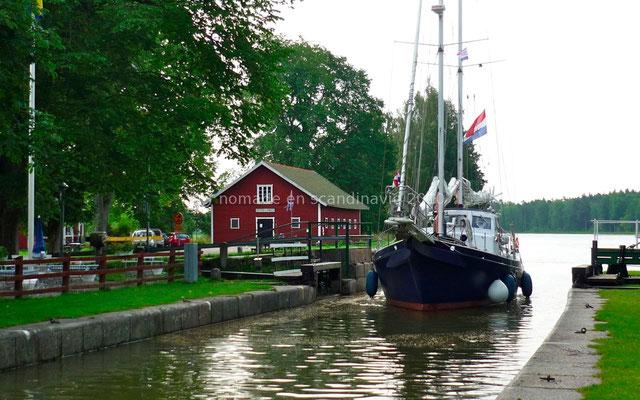 Les bateaux passent les écluses...