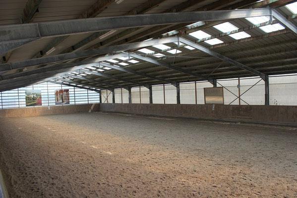 ... große Halle mit gutem Boden!