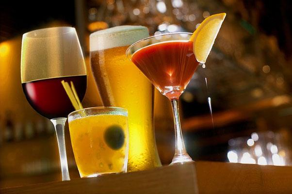 尿路結石の再発を予防するために、アルコールは控えましょう。