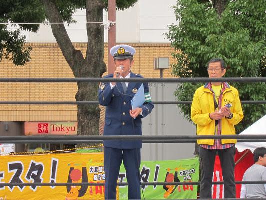 大森警察署からご挨拶(左)、商店会会長荻野(右)