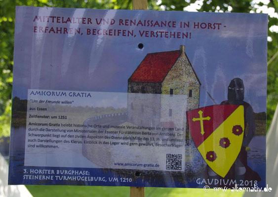 Solche hilfreichen Schilder zu der Darstellung der Lagergruppen fanden sich überall auf Schloss Horst während des Gaudiums.