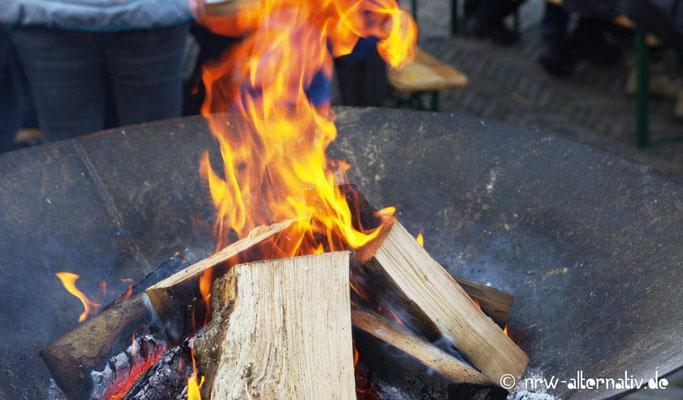 Es brennt - zum Glück nur im Feuerkorb