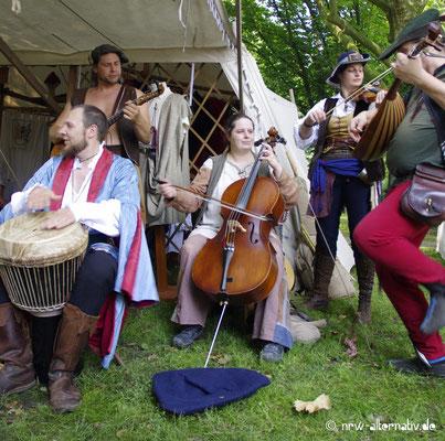 Nicht ganz so authentisch, aber unterhaltsam : Vielfältige Musik auf Schloss Horst während des Gaudiums
