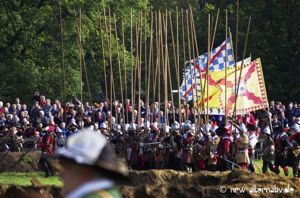 Über 1.600 Darsteller aus drei Kontinenten nahmen an der Nachstellung der historischen Ereignisse teil.