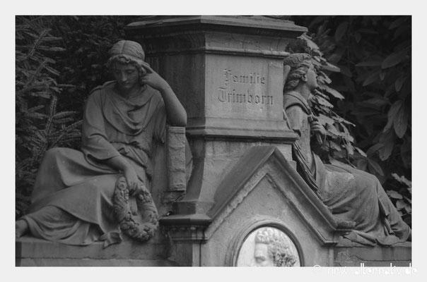 Kunstvoll verziert: Grabmal in Köln auf dem Melaten-Friedhof.
