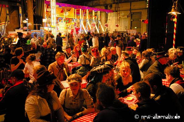 Buntes Treiben auf dem 4. Steampunk-Jahrmarkt in der Jahrhunderthalle Bochum