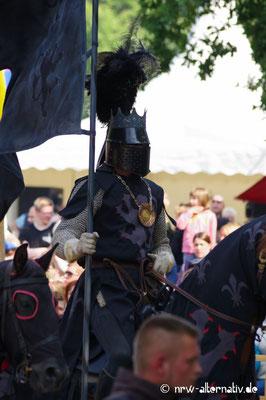 Der schwarze Ritter ist der böse Verführer im Turnier.