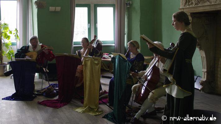 Alte Musik wurde im Inneren von Schloss Horst geboten.